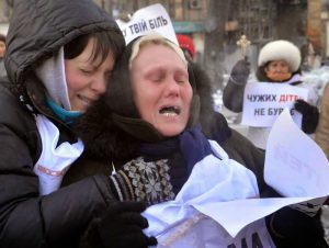 Ukrainian mothers of conscripted soldiers protest against conscription and Ukraine's war in the Donbass. Spirited anti-conscription protests and desertions by Ukrainian soldiers have pushed the Ukrainian regime to offer concessions to the rebel forces.