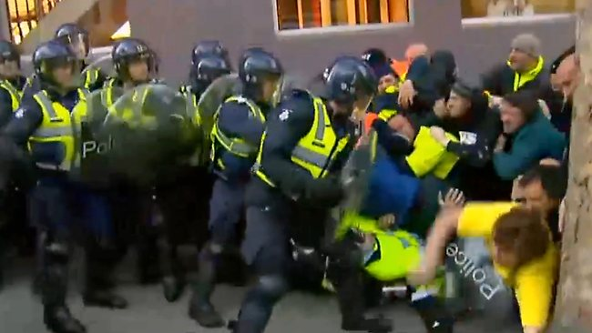 Aug 2012 police attack grocon workers melbourne
